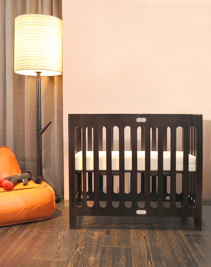 Bloom Alma Mini Crib Baby Bed With Mattress Fitting Sheet